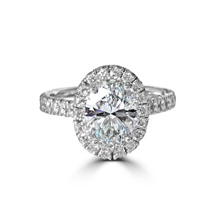 Oval diamond ring in Platinum