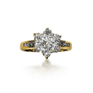 An 18k yellow gold old cut diamond cluster ring